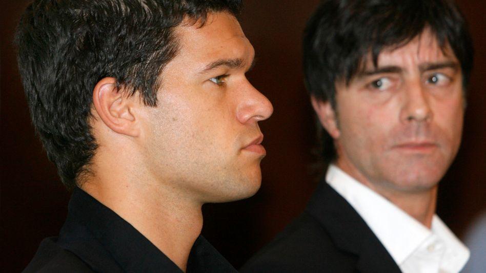 Ex-Nationalspieler Ballack (l.), Bundestrainer Löw: Bruch nach der WM 2010