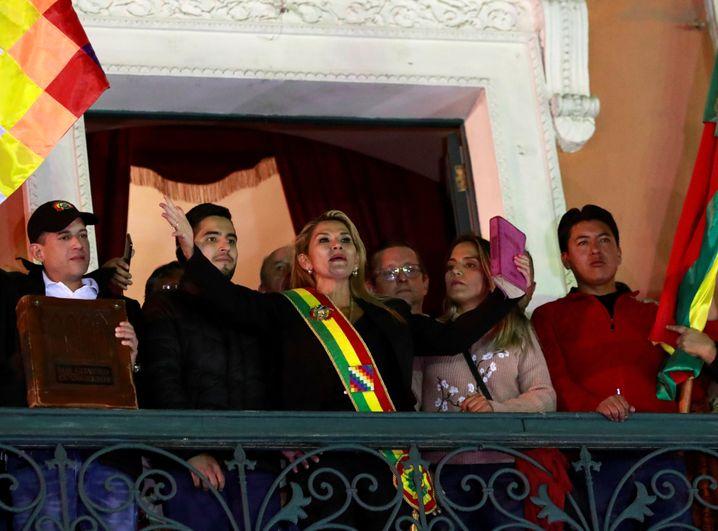 Boliviens Interimspräsidentin Añezbei der Machtübernahme im November 2019: Jetzt zur Favoritin werden.