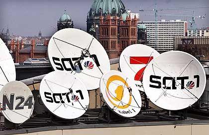 Satellitenschuesseln der Sender der Kirch-Gruppe: Schwierige Verhandlungen