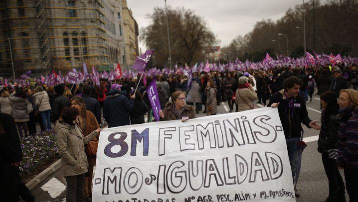 Polarisierte Debatte: Feministinnen gegen Rechtsradikale