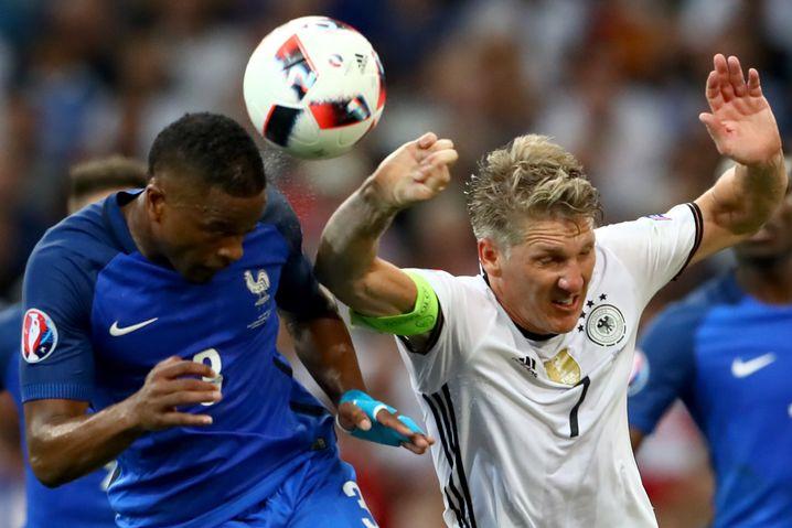 Bastian Schweinsteigers Handspiel gegen Patrice Evra