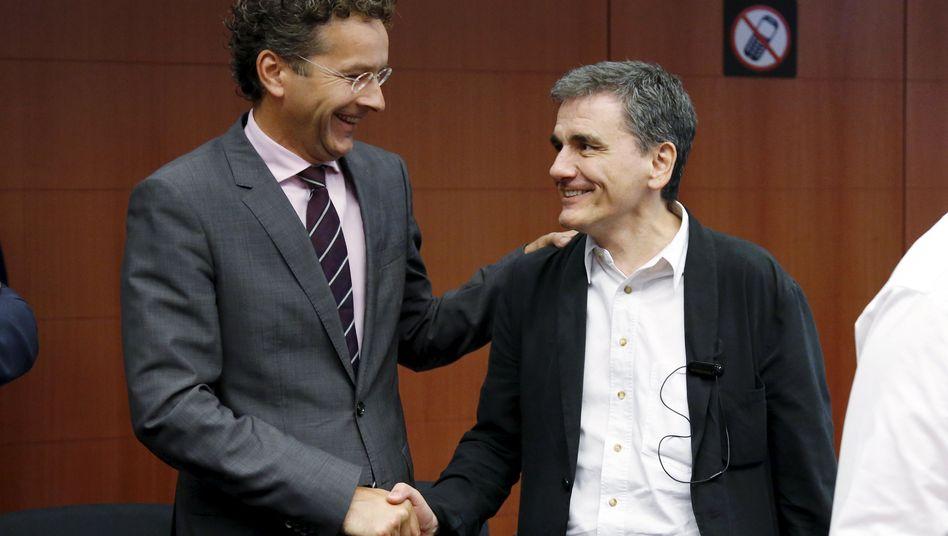 Euro-Gruppen-Chef Dijsselbloem, griechischer Finanzminister Tsakalotos: Das Geld kann fließen