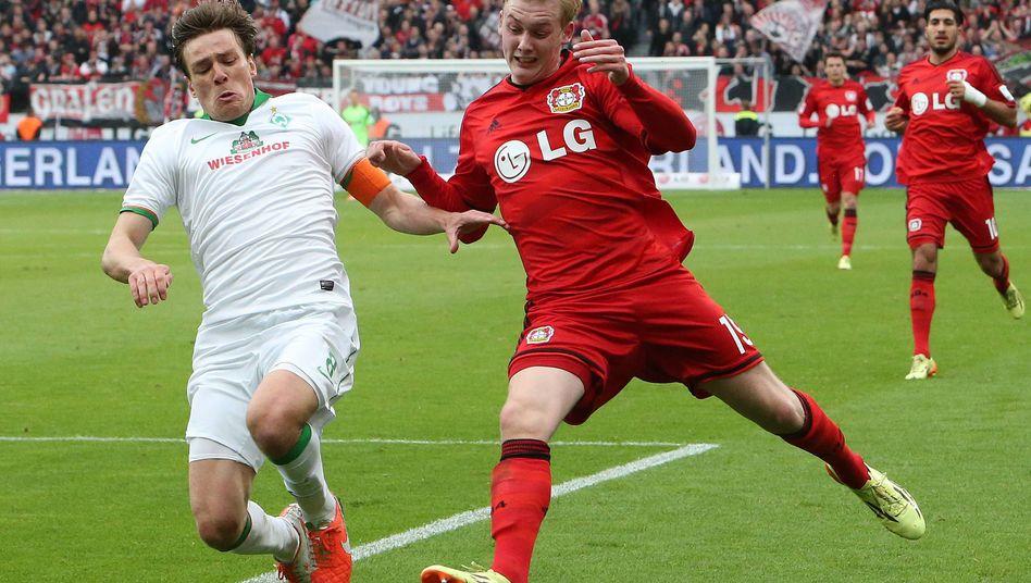 Bremer Fritz (l.), Leverkusener Brandt: Zweikampf am letzten Spieltag