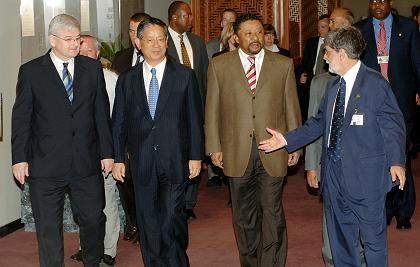 """Fischer (l.) bei den G-4-Gesprächen in New York: """"Acht geben, was in Pakistan geschieht"""""""