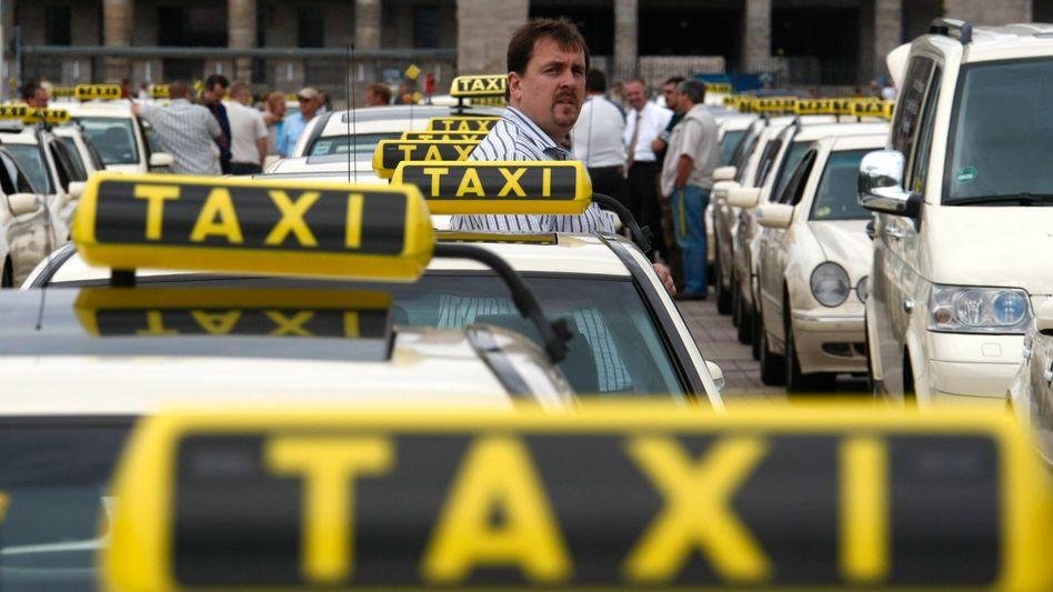 Anschnallpflicht: Bislang müssen sich Taxifahrer und Chauffeure nicht angurten