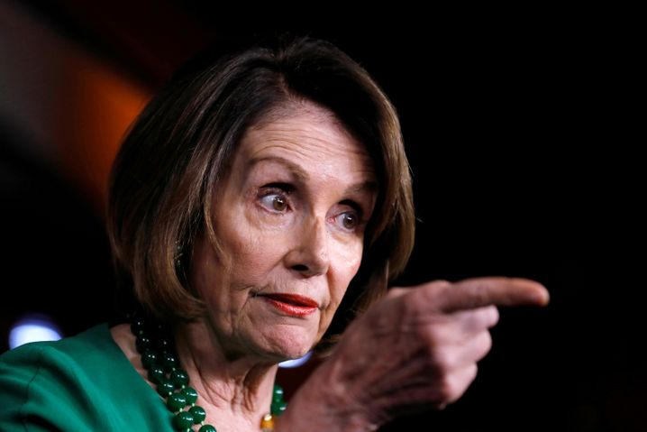 Die Anführerin der Demokraten, Nancy Pelosi, will die Ukraineaffäre erst aufklären lassen, bevor ein mögliches Impeachment-Verfahren gegen Donald Trump beginnt