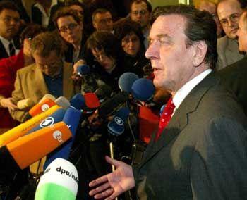 Kanzler Schröder Montag früh bei der Verkündung des Reformkompromisses: Rechenfehler in der Kungelrunde