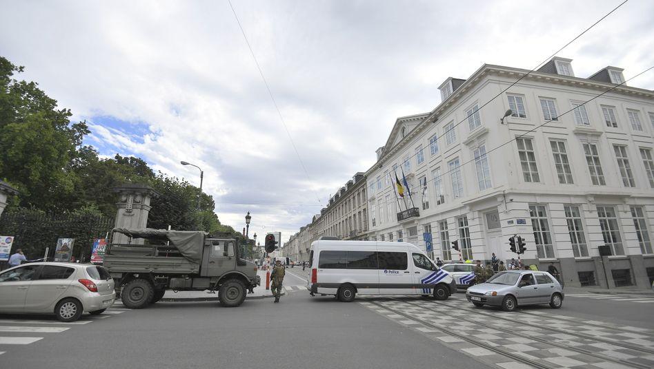 Nach dem Anschlag: Straßensperren um das Parlamentsgebäude
