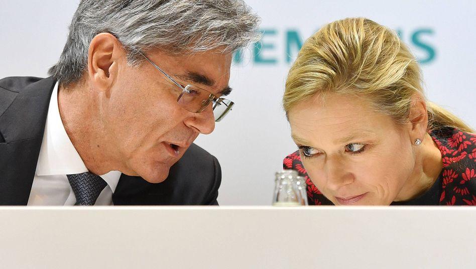 Vorstandsvorsitzender Kaeser, Pressechefin Haller