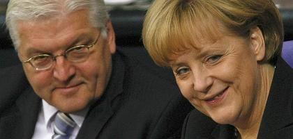 """Minister Steinmeier, Kanzlerin Merkel: """"Es ist auf uns angekommen"""""""