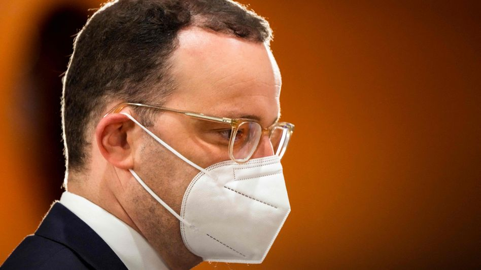 Gesundheitsminister Spahn mit Schutzmaske: »Vermeidbare Überbeschaffung«