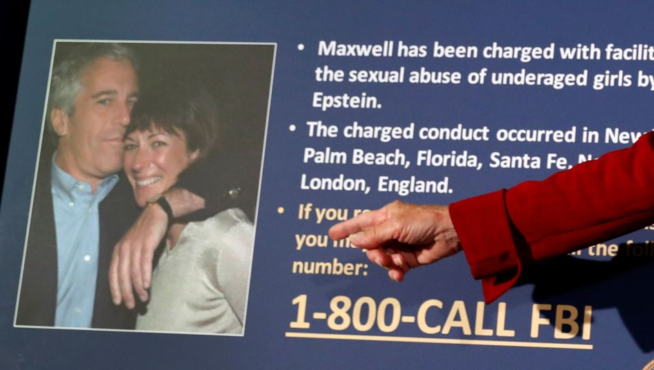 Verhängnisvolle Affäre: US-Staatsanwältin Audrey Strauss mit einem Foto von Maxwell und Epstein