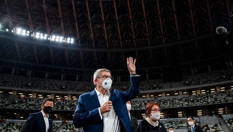 Thomas Bach mit Maske in Tokio (im November 2020)