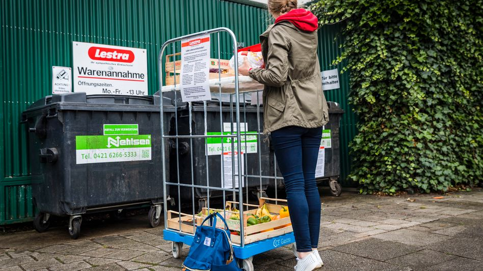 Many supermarkets try to keep dumpster divers away. But Lestra welcomes them.