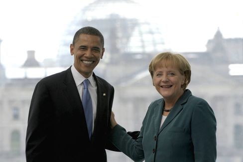 German Chancellor Angela Merkel greeted then presidential hopeful Barack Obama in July last year in the Chancellery. Feathers were ruffled, however, when Merkel refused to let the candidate hold a speech in front of the Brandenburg Gate.
