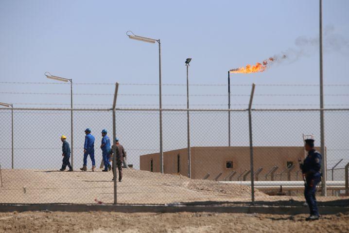 Ölarbeiter in West Kurna 1 in der Nähe von Basra