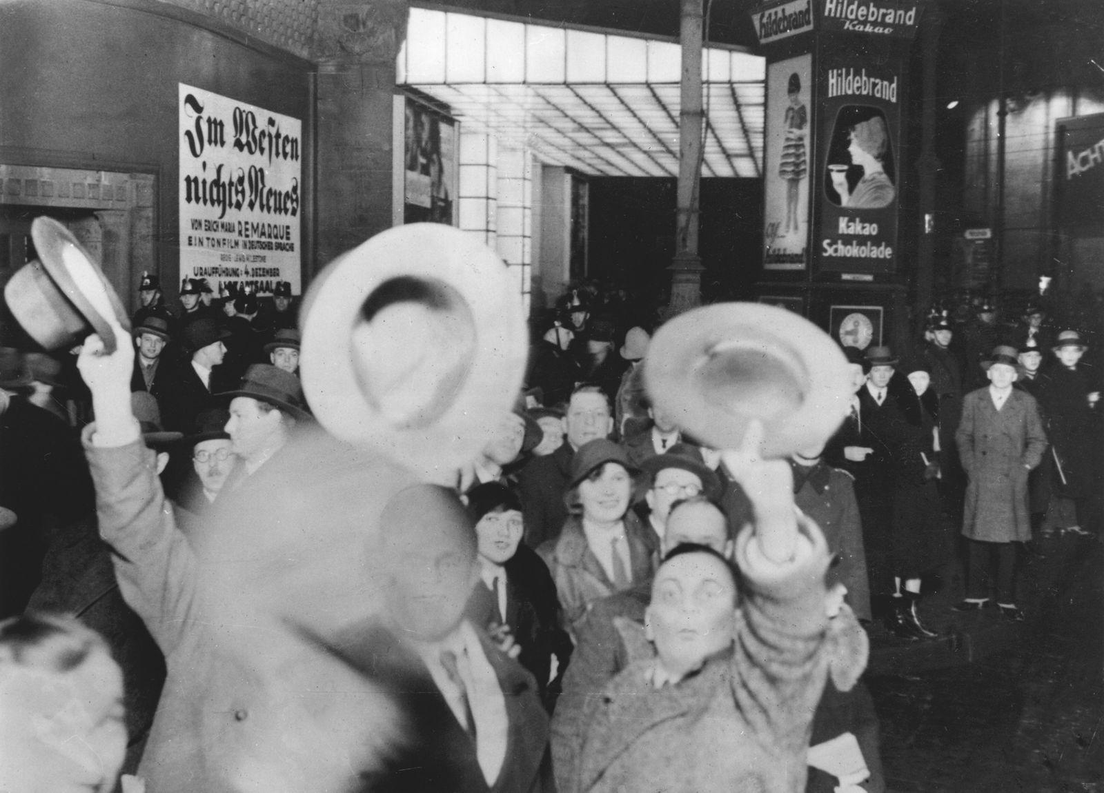 Nationalsozialistische Kundgebung gegen die Auffuehrung des Films 'Im Westen nichts Neues'
