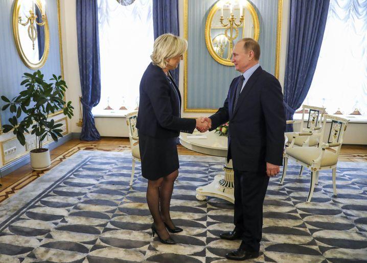 Marine Le Pen mit Wladimir Putin in Moskau