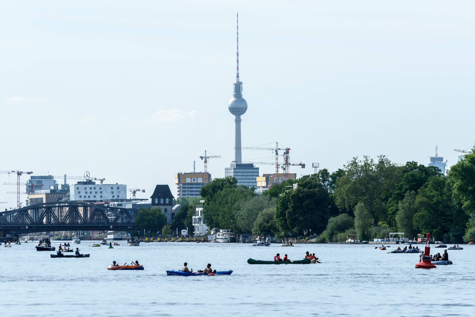 News Bilder des Tages Viele Boote auf der Spree am Treptower Park snapshot-photography/F.Boillot *** Many boats on the S