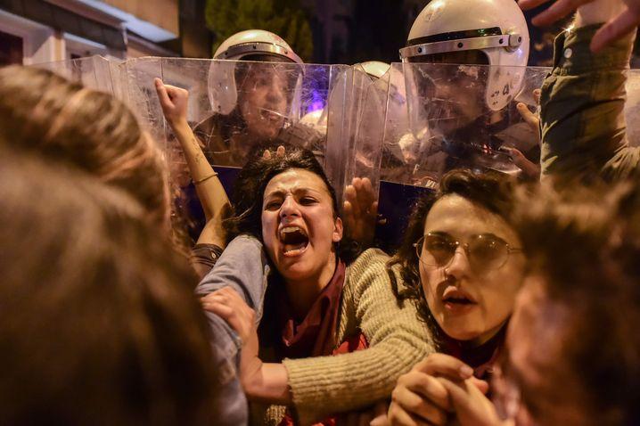 In Istanbul gingen die Sicherheitskräfte hart gegen Protestierende vor