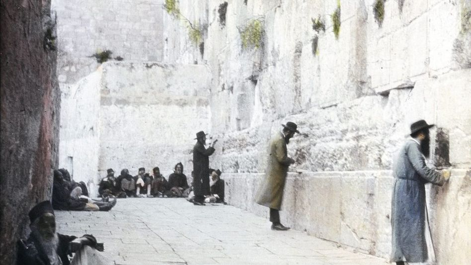 Juden vor der Klagemauer in Jerusalem im späten 19. Jahrhundert