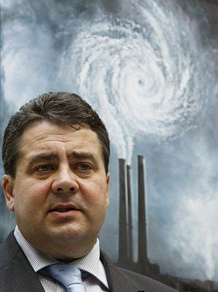 """German Environment Minister Sigmar Gabriel: """"The British have to replace their nuclear power plants with new ones because they invested too little in renewable energy sources."""""""