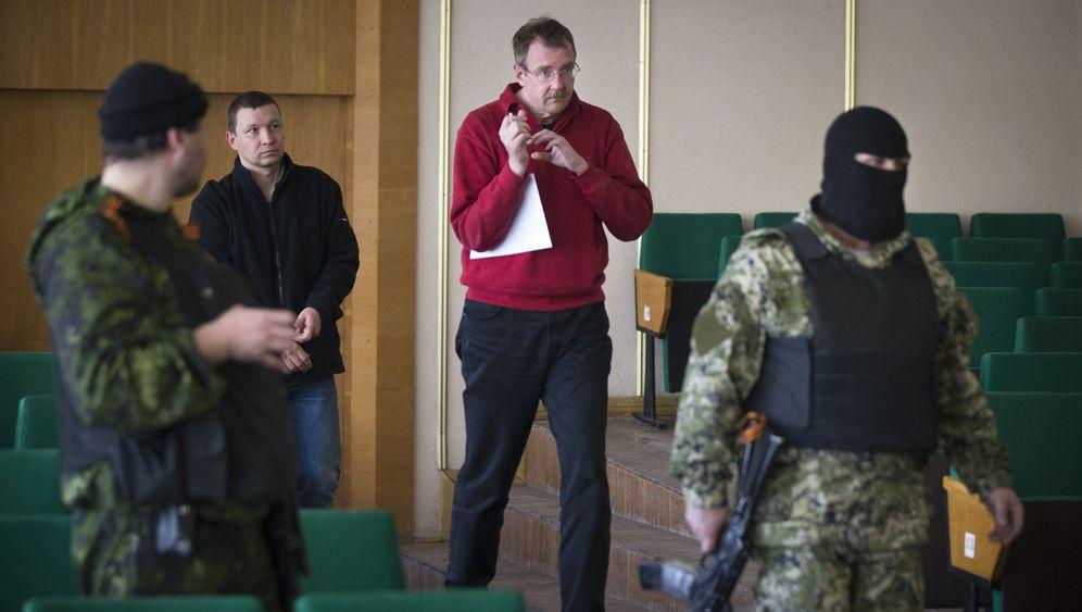 Machtdemonstration: Separatisten führen OSZE-Geiseln vor