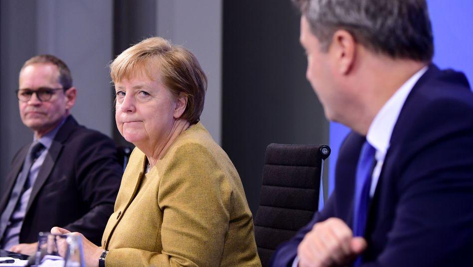 Müller, Merkel, Söder bei der Pressekonferenz nach den Bund-Länder-Beratungen im Kanzleramt