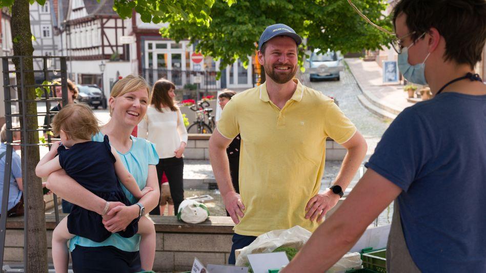 Verena Töpper lebt mit ihrem Partner Marian und der gemeinsamen Tochter nun in Homberg