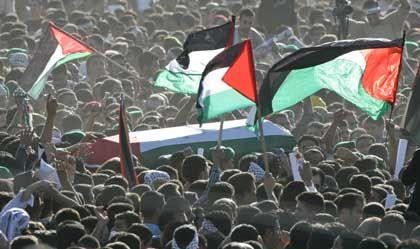 Ramallah: Tausende Trauernde wollten den Sarg Arafats berühren