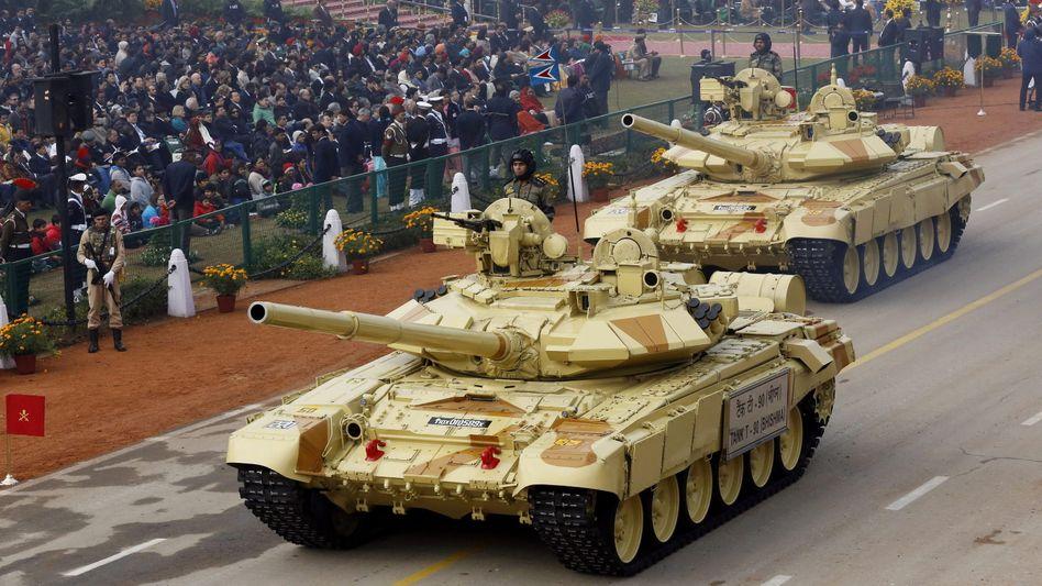 Russischer T-90-Panzer (hier in Indien): Assad verstärkt unter die Arme greifen