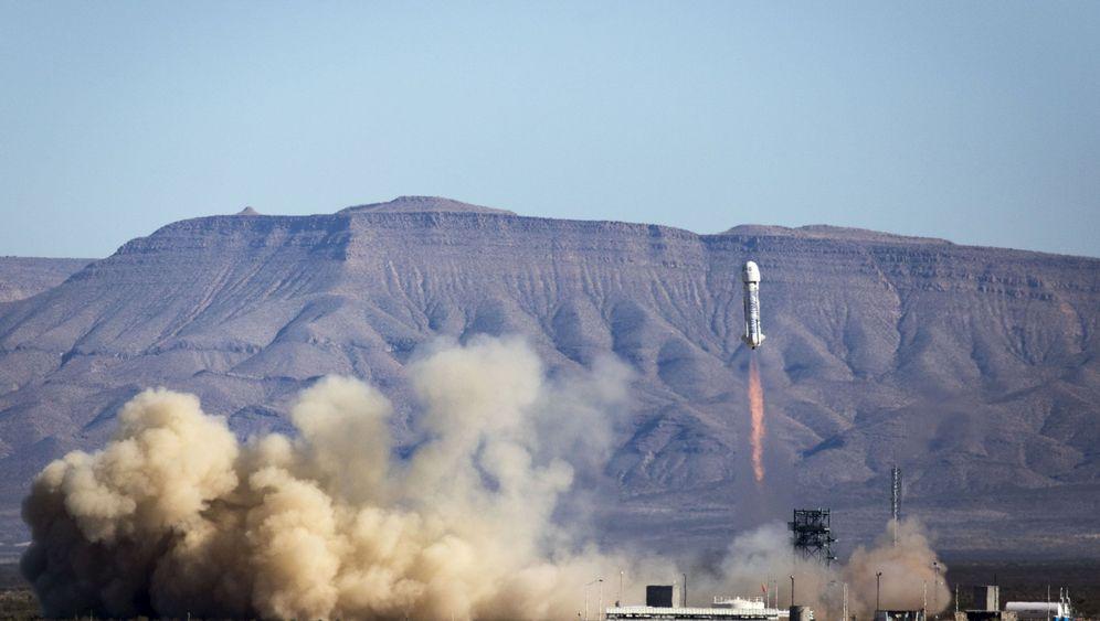 """""""New Shepard"""": Rakete landet weich in Wüste"""