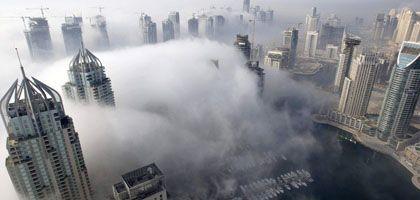 Nebel im Yachthafen von Dubai: Weltvorrat an Geld zu Ende