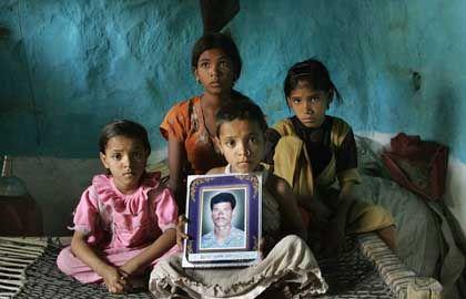 Bauern-Waisen in Indien: Der Vater hat sich umgebracht - die Familie muss sich überschuldet durch das Leben kämpfen