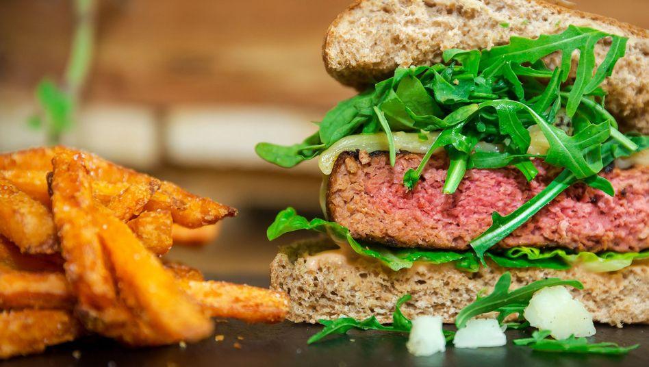 Veganer Burger auf Vollkornbrötchen