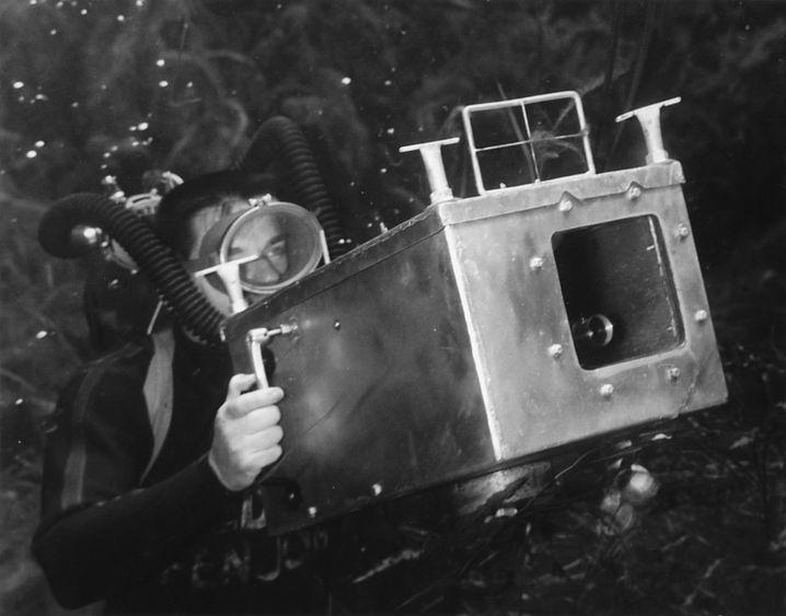 Bruce Mozert mit einem selbstgebauten Unterwassergehäuse