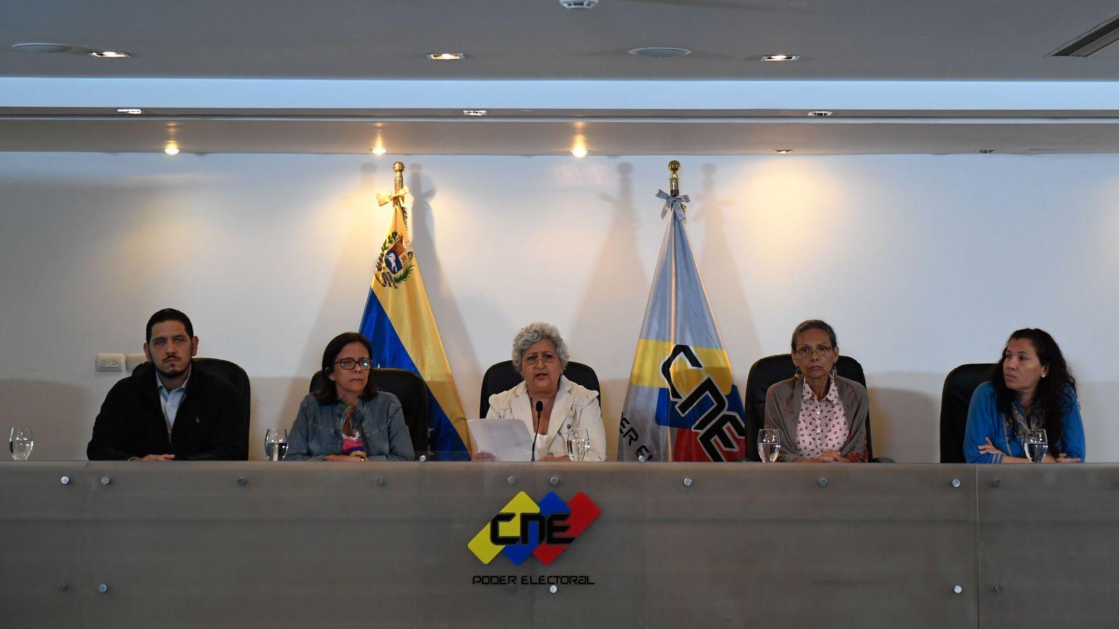 VENEZUELA-CRISIS-CNE-FIRE-LUCENA