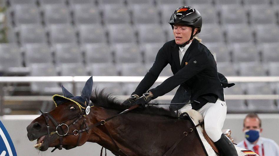 Reiterin Annika Schleu und ihr Olympia-Pferd, beide überfordert