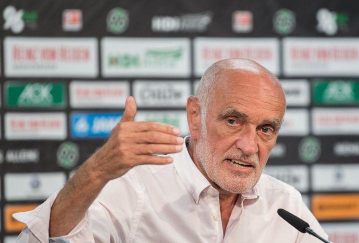 Martin Kind bei einer Pressekonferenz im August 2017 über die Zukunftsplanung von Hannover 96