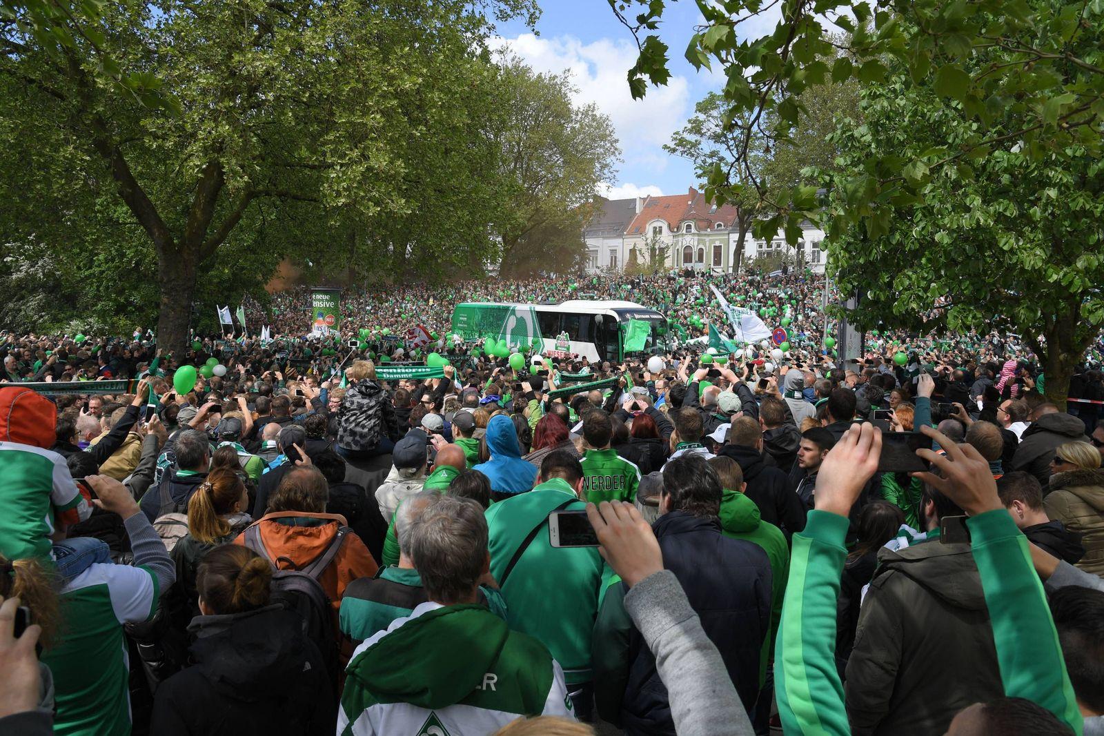 EINMALIGE VERWENDUNG Werder Bremen Bus/ Fans/ Greenwhitewonderwall