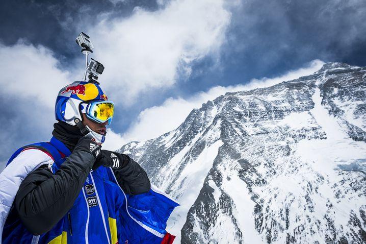 Rosow vor einem Sprung vom Everest 2013