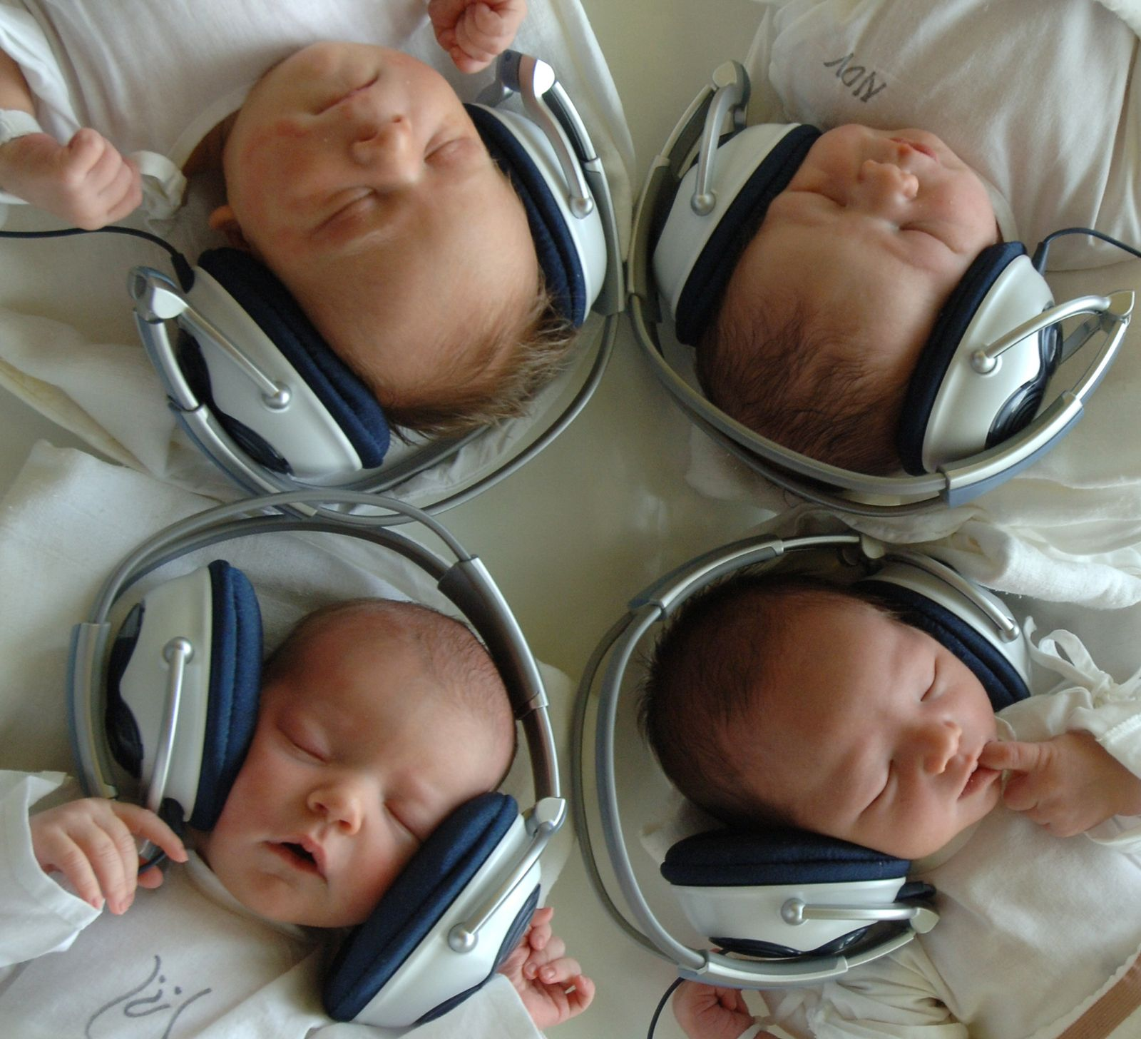 Neugeborene/Musik/Kopfhörer