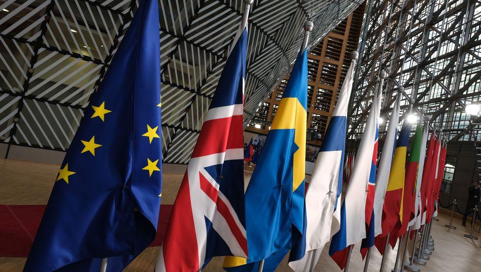 EU-Flaggen vor dem EU-Gipfel in Brüssel (Archiv)