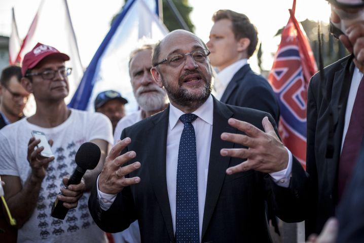 Schulz vor dem Gefängnis im südbrasilianischen Curitiba