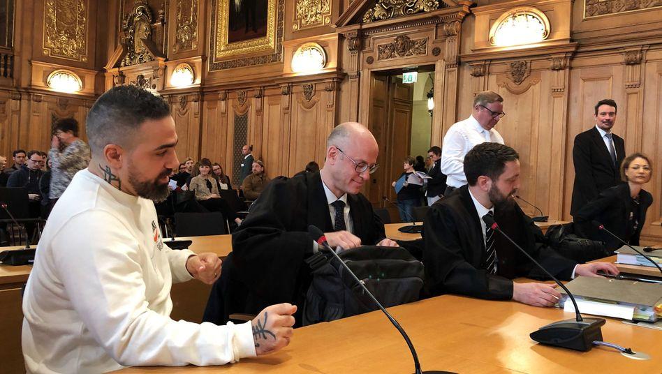 Für die Urteilsverkündung erschien der Rapper persönlich mit seinen Anwälten vor Gericht