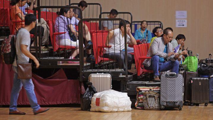 China: Kind studiert, Eltern schlafen vor der Uni