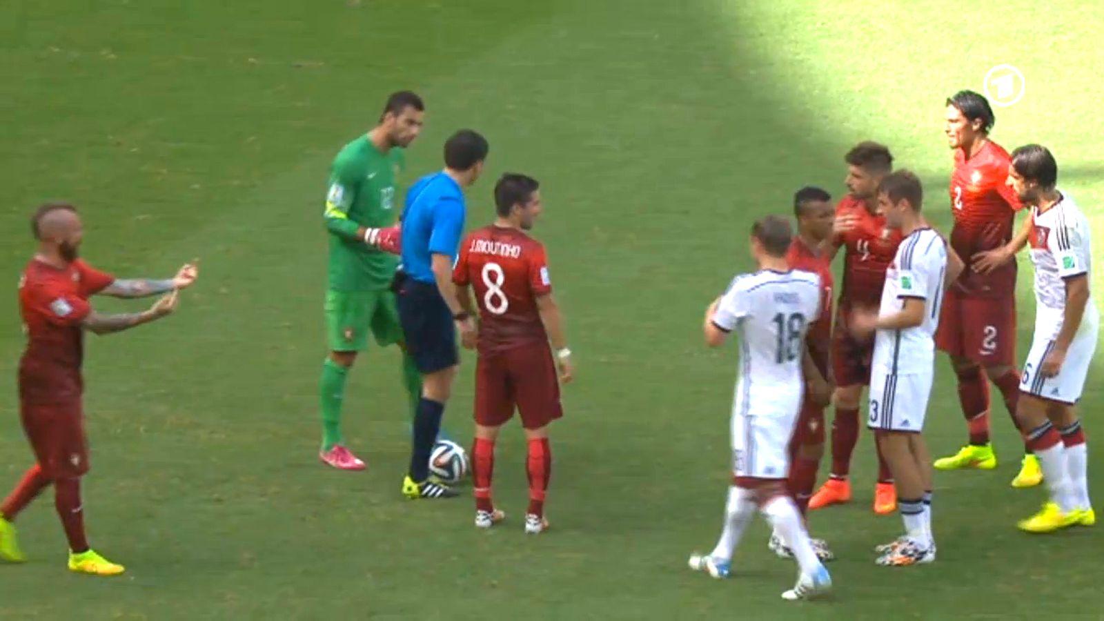 NUR ALS ZITAT Meireles/ Deutschland vs Portugal/ Zeigefinger