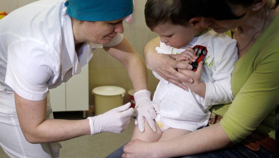 Ein Kind wird in Kiew in der Ukraine geimpft (Archivbild)