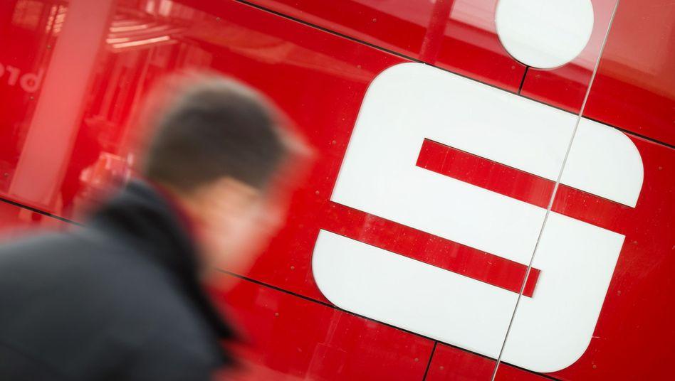 Sparkassen-Filiale in Hannover: Der Deutsche zahlt?
