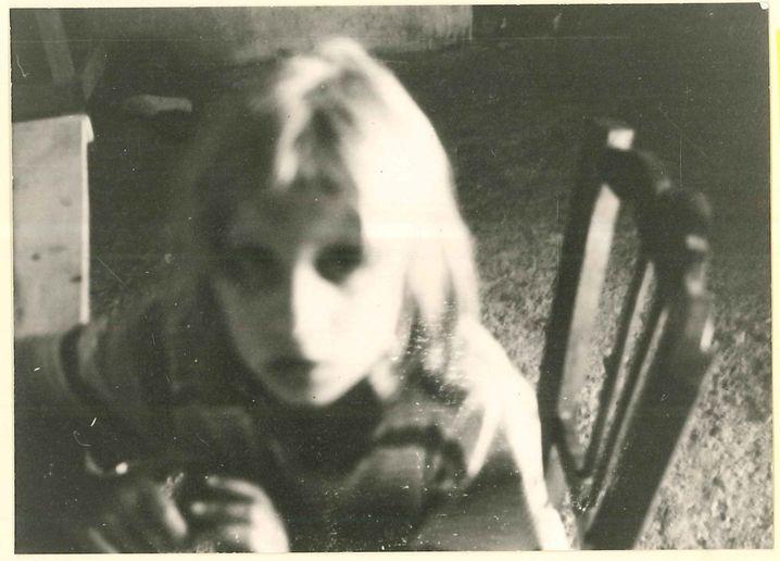 Kind Bettina Röhl 1970 im sizilianischen Lager